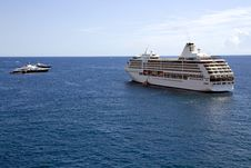 Free Cruise Liner In Monte Carlo Port, Monaco Stock Photo - 33810880