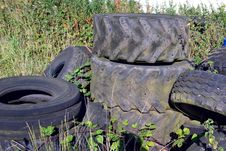 Free Pile Of Tyres Stock Photo - 33824900
