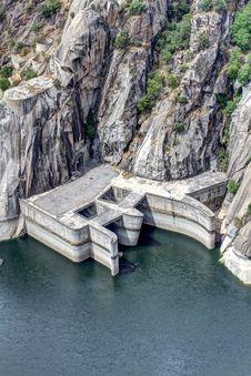 Free Dam Of Aldeadavila Royalty Free Stock Photo - 33863385
