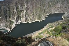 Free Dam Of Aldeadavila Royalty Free Stock Photography - 33863477