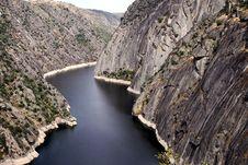 Free Dam Of Aldeadavila Royalty Free Stock Photos - 33863628