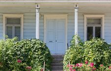 Free Wooden House S Front Porch Royalty Free Stock Photos - 33867248