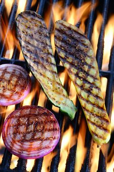 Free Grilled Vegetables Over Open Flame Stock Photography - 33881072