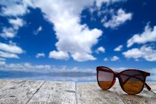Free Summer Vacation Scene And Sunglasses Stock Image - 33881291