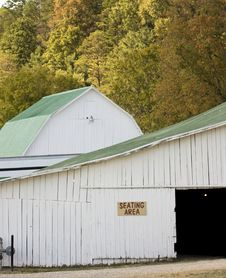 Free Barn In Autumn Royalty Free Stock Images - 3391809