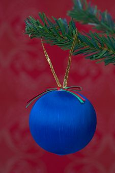 Free Christmas Ball Hanging Royalty Free Stock Images - 3399439