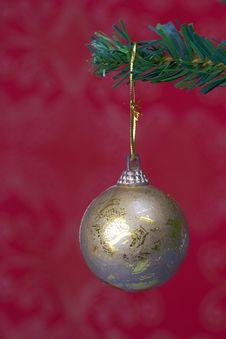 Free Christmas Ball Hanging Stock Photography - 3399462