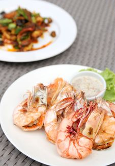 Free Grilled Shrimps With Seafood Sauce Stock Photo - 33908550