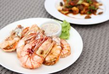 Free Grilled Shrimps With Seafood Sauce Stock Photos - 33908693