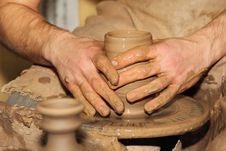 Free Hands Of A Potter Stock Image - 33914371