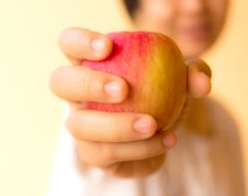 Free Closeup A Woman Holding A Apple Royalty Free Stock Photos - 33921128