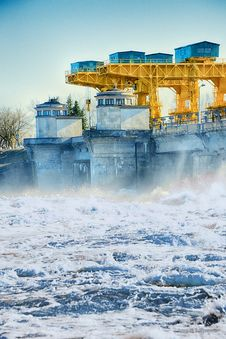 Free The Dam On The River Volga Stock Image - 33942091