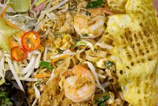 Free Thai Food Fried Rice Sticks With Shrimp Royalty Free Stock Images - 33944349