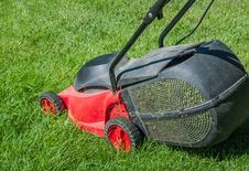 Free Lawn Mower Stock Image - 33945291