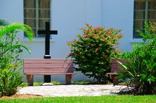 Free Church Prayer Garden With Benches And Cross Stock Photography - 33957522