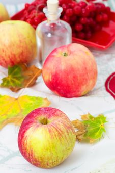 Free Ripe Fragrant Apples Royalty Free Stock Photography - 33969787