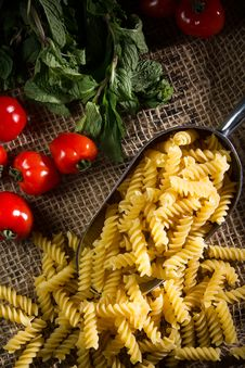 Free Raw Pasta Royalty Free Stock Photography - 33971967