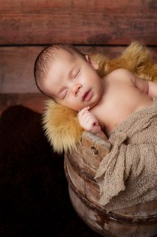Free Newborn Baby Boy Sleeping In An Antique Bucket Royalty Free Stock Images - 34064969