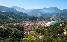 Free Resort Town Near Beach Surrounded By Mountains In Brazil Stock Photo - 34074120
