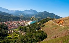 Free Resort Town Near Beach Surrounded By Mountains In Brazil Royalty Free Stock Images - 34074169