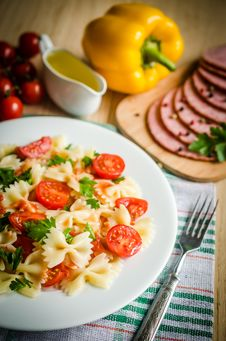 Free Farfalle Pasta Stock Photography - 34074172