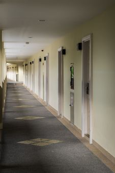 Free Corridor In A Hotel Royalty Free Stock Photos - 34074368