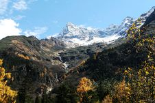 Free Mountains In The Fall Royalty Free Stock Photos - 3416308