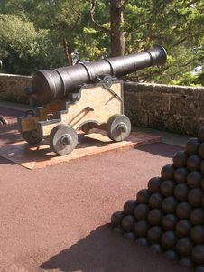 Cannon And Balls Royalty Free Stock Photography