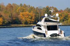 Free Luxury Yacht Royalty Free Stock Photo - 3419735