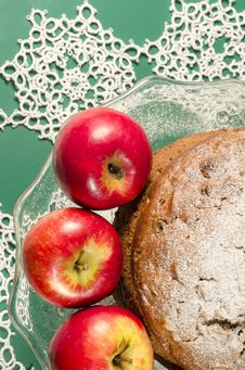 Free Applesauce Raisin Rum Cake For Christmas Table. Macro, Vertical Image Royalty Free Stock Photos - 34159868