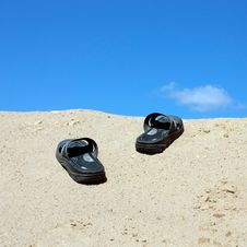Free Sandals On A Sandy Hill Stock Photography - 34168962