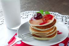 Free Pancakes And Milk Stock Photos - 34170023