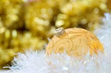 Free Golden Christmas Ball Stock Photography - 3423692