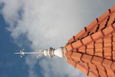 Free Tiled Roof With Lightening Rod Royalty Free Stock Photos - 3423968