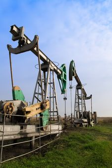Free Old Oilwells Royalty Free Stock Photography - 3427697