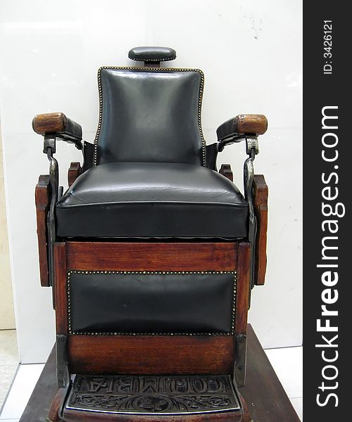 Shoe cleaning chair