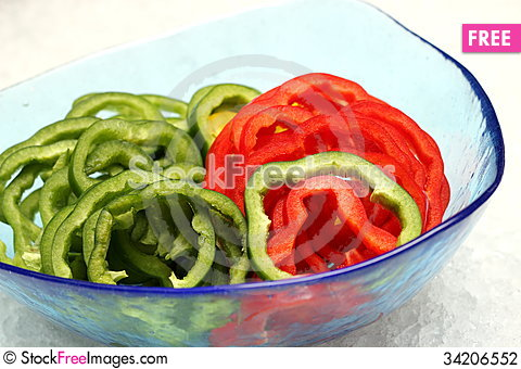 Free Fresh Green And Red Bell Pepper Stock Photography - 34206552