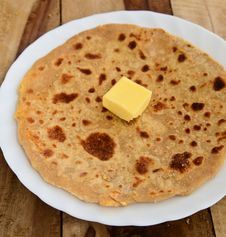 Free Indian Parantha &x28;stuffed Indian Bread&x29; Royalty Free Stock Photo - 34203195