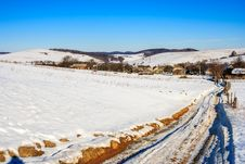 Free Road To Old Village Along A Snowy Slope In Winter Royalty Free Stock Image - 34257886