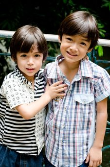 Free Little Sibling Boy Smiling Together Outdoor Stock Photos - 34265813