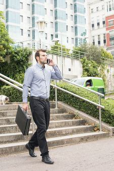 Free Businessman With Briefcase Talking By Phone In The Street. Stock Photography - 34294642