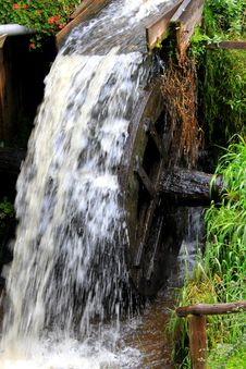 Free Grist Mill Water Wheel Stock Photography - 34294812