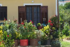 Free Beautiful House With Flowers Royalty Free Stock Image - 34295966