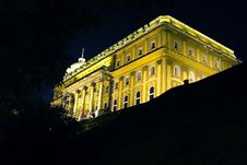 Free Palace In Budapest Royalty Free Stock Images - 3433699