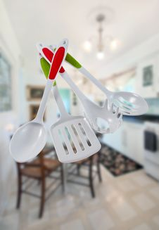 Free Kitchen Utensil Set Stock Photos - 34309073