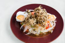 Free Papaya Salad With Crisp Fried Catfish And Salted Egg Royalty Free Stock Photography - 34378737
