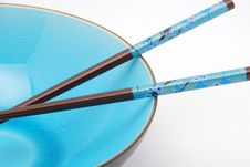 Free Blue Bowl With Chopsticks Royalty Free Stock Image - 3443456