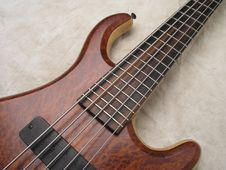 Free Wood Grain Bass Guitar 4 Royalty Free Stock Image - 3446536