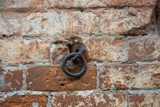 Free Metal Ring In A Brick Wall Royalty Free Stock Images - 34402239