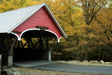 Covered Bridge In Autumn Royalty Free Stock Photos